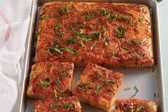 Traditionally topped Sicilian Pizza with an abundance of cheese and sauce. Yummy Pasta Recipes, Pizza Recipes, Great Recipes, Dinner Recipes, Baking Recipes, Flatbread Recipes, Flatbread Pizza, Italian Dishes, Italian Recipes