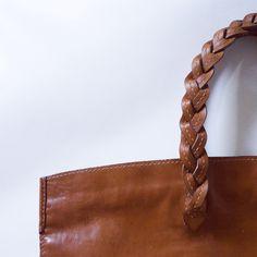 Work in details. #кожевенница #leathergoods #ручнаяработа #сумка  #handbag #workinprogress #leatherworks #leather #bag #handmade #handmadebag