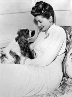 0 esther williams and her cocker spaniel American Cocker Spaniel, Cocker Spaniel Puppies, English Cocker Spaniel, Springer Spaniel, Old Hollywood Glamour, Vintage Hollywood, Classic Hollywood, Vintage Dog, Vintage Movies