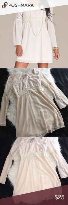 Flying tomato Off white, Lace Detailed Boho Dredd NWOT Flying Tomato -Anthropology Brand Off white Lace detailing , Boho Chic Dress! Perfect for this Spring time Anthropologie Dresses