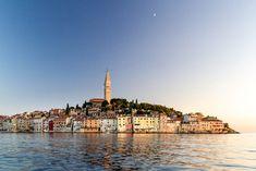 Rovinj er uten tvil den hyggeligste byen i Istria, om ikke i hele Kroatia. Gamlebyen ligger på en kupert halvøy og vender mot havet, og domineres av St. Euphemia-kirken og fargerike hus. Rovinj er veldig naturskjønn og et av de mest fotogene stedene på Istria.  Enten du bestemmer deg for å smake mat fra Monte, spise utendørs mens du nyter fantastisk utsikt på Puntulina, føle deg som kongelige. Sjekk restauranter på La Serra på Castle Lanterna, eller nyt smakfulle kreasjoner av Barba Danilo. Aerial Photography, Hd Images, Paris Skyline, Ocean, Stock Photos, City, Beach, Croatia, Voyage