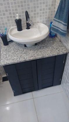 Apartment bathroom counter decor house New Ideas Space Saving Bathroom, Small Bathroom Storage, Bathroom Design Small, Bathroom Counter Decor, Kitchen Sink Diy, Diy Bathroom, Home Decor Furniture, Bathroom Furniture, Diy Home Decor
