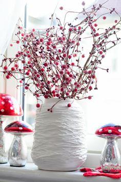 58 Red and White Christmas Decoration Ideas – Diymeg Christmas Ornaments To Make, Noel Christmas, White Christmas, Christmas Lights, Christmas Wreaths, Christmas 2019, Christmas Ideas, White Ornaments, Country Christmas