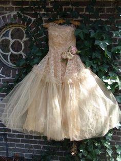fantastic pink/creme dress....oh so yummy