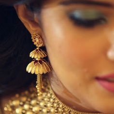 The Azva handcrafted gold jhumki earrings Gold Jhumka Earrings, Gold Bridal Earrings, Jewelry Design Earrings, Gold Earrings Designs, Gold Bangles Design, Gold Jewellery Design, Designer Earrings, Gold Necklace, Earings Gold