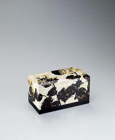 色貝蒔絵飾箱「つわぶき」