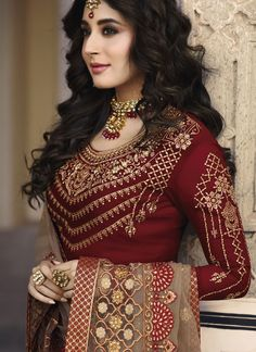 We have the best designer style for salwar suits according to your needs. Shop georgette satin churidar designer suit for festival, party and wedding. Party Wear Indian Dresses, Designer Party Wear Dresses, Kurti Designs Party Wear, Kurta Designs, Indian Designer Suits, Fancy Dress Material, Beautiful Casual Dresses, Classy Suits, Embroidery Suits Design