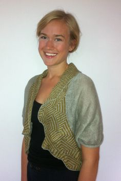 Beautiful machine knitted shrug in stockinette and a border of 2-color tuck.  A stickmanikers logbook: More tuck