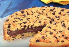 Aprenda a fazer esse Cookie Gigante DELICIOSO bem fácil, em apenas 4 passos simples! - Receitas Nota 1000 Peanut Butter Cheesecake, Cookies Et Biscuits, Relleno, Let Them Eat Cake, Just Desserts, Sweet Recipes, Food To Make, Sweet Treats, Food Porn