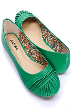 kelly green dresses for women Cheap Designer Shoes, Designer Heels, Cute Flats, Lace Up Flats, Cheap Flat Shoes, Best Dress Shoes, Spectator Shoes, Shoe Image, Evening Shoes
