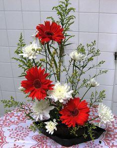 Fantastic Ideas For Red Floral Arrangement (43)