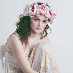 Couronne de fleurs de pivoine rose sombre bandeau de par rougepony