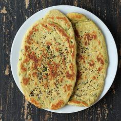Vegan Richa Oil-free Cheesy Avocado Naan flatbread with Garlic Kale and Roasted Acorn. Indian Food Recipes, Vegetarian Recipes, Cooking Recipes, Yummy Recipes, Free Recipes, Dinner Recipes, Healthy Recipes, Naan Flatbread, Garlic Kale