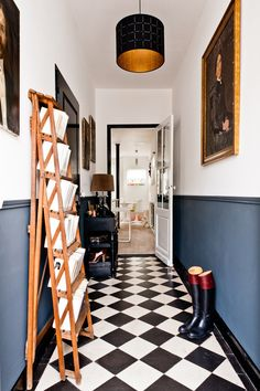 Check Out 20 Traditional Black And White Hallway Design Ideas. In order to continue showing you how cool traditional interiors in black and white colors are we've gathered for you a bunch of hallways. Flur Design, Home Design, Interior Design, Interior Architecture, Two Tone Walls, Checkerboard Floor, Hallway Flooring, Floor Tiles Hallway, White Flooring