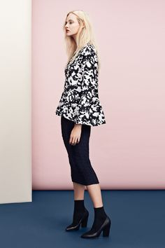 Black & white ruffled blouse in patterned, textured fabric, with flounced hem & sleeves. | H&M Trend