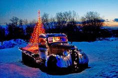Christmas Truck, Christmas Scenes, Retro Christmas, Country Christmas, Christmas Time, Christmas Ideas, Holiday Ideas, Christmas Cards, Eclectic Christmas Ornaments