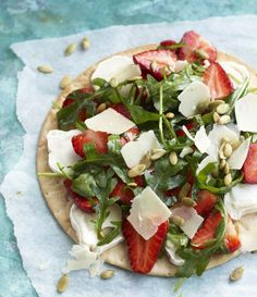Strawberry Goat Cheese pizza - Mansikka-vuohenjuustopizza, resepti – Ruoka.fi