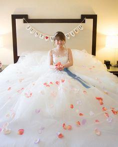 ベッドの上で撮るセルフフラワーシャワーショットの撮り方まとめ | marry[マリー]