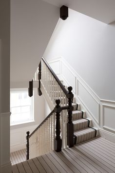 O Road - Victorian - Hallway & Landing - London - by Hughes Developments Edwardian Staircase, Victorian Terrace Hallway, Edwardian House, Georgian Homes, Victorian Homes, Stair Landing Decor, Hallway Designs, Hallway Ideas, Painted Staircases
