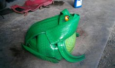 Frog made by Christine Lynch. Tire Frog, Car Part Furniture, Modern Furniture, Furniture Design, Reuse Old Tires, Reuse Recycle, Tired Animals, Tire Craft, Diy Garden Projects