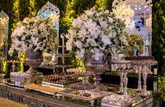 Mesa de doces espelhada - Casamento moderno - Foto Espaço Hípica Luxury Buffet