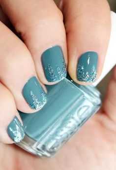 dark turquoise nails w/ glitter drip design