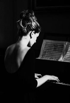 If I ever touch the piano again it will be because some great change in better way or totally breakdown. Piano Photography, Portrait Photography, Piano Girl, Model Foto, Music Aesthetic, Foto Art, Monochrom, Piano Music, Senior Pictures