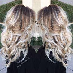 Faits saillants Blonde bALAYAGE avec bouclés cheveux longs