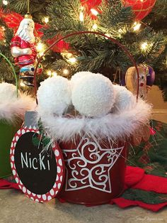 Snowballs for holiday decor? We needed some faux snowballs so we looked up some ideas online. They looked complicated or too messy. This DIY is just right! Christmas Home, Christmas Holidays, Christmas Wreaths, Christmas Crafts, Christmas Bulbs, Christmas Decorations, Christmas Ideas, Holiday Ideas, Christmas Plates