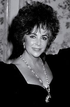 16 icônes et leurs joailliers stars hollywoodiennes bijoux Elizabeth Taylor Bulgari