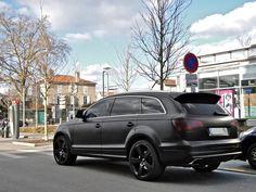 Audi Q7 matte black