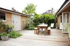 【いろいろ詰めて遊びたい】庭に建てられた開放的な平屋の多目的スペース   住宅デザイン