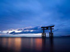"""tatsukii:    日本国内でやべぇって思える秘境まだあるんだろ? - まめ速  """"白鬚神社  白鬚神社(しらひげじんしゃ)は、滋賀県高島市鵜川に鎮座する神社。近江国最古の神社とされる。全国に位置する白鬚神社の本社。 沖島を背景として琵琶湖畔に浮かぶ鳥居が印象的で、「近江の厳島」とも称される。"""""""