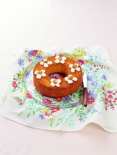 クリームの花模様がキュートなキャロットケーキ。/毎日おやつ&おもてなしSwetsBook(「はんど&はあと」2013年1月号)