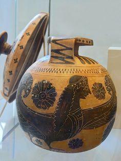 Terracotta aryballos (perfume vase) Boeotian 590-570 BCE