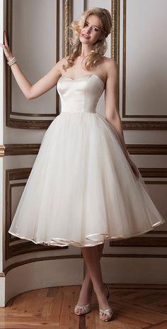 Elegant Tulle Sweetheart Neckline Ball Gown Wedding Dresses