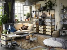 EKEBOL 3-zitsbank | IKEA IKEAnl IKEAnederland inspiratie wooninspiratie interieur wooninterieur kamer woonkamer bank sofa zitbank DIHULT poef millennials urban urbanlife industrieel LALLERÖD salontafel VEBERÖD bankje stellingkast