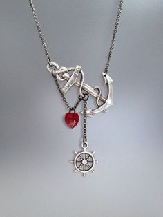 I'm not a fan or the sailor trend, I do like the way the pendant is displayed.