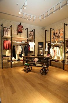 Pepe Jeans, New concept store. Apparel retail store fixtures Pepe Jeans, New concept store. Clothing Store Interior, Clothing Store Displays, Clothing Store Design, Clothing Stores, Boutique Store Design, Vintage Store Displays, Jewelry Displays, Men's Clothing, Store Layout