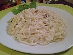 Τα Μακαρόνια με γιαούρτι είναι μια διαφορετική συνταγή για να δοκιμάσουμε ένα καθημερινό φαγητό με μια διαφορετική σάλτσα Cyprus Food, Pasta Recipies, Greek Recipes, Crepes, Spaghetti, Cooking, Ethnic Recipes, Kitchens, Kitchen