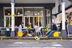Agência de design transforma espaços públicos no seu escritório para estar mais perto das pessoas.