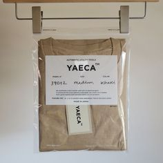Discover recipes, home ideas, style inspiration and other ideas to try. Clothing Packaging, Fashion Packaging, Brand Packaging, Fashion Branding, Packaging Ideas, Design Packaging, Product Packaging, Ästhetisches Design, Label Design
