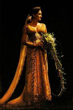 modern kebaya for wedding Model Kebaya Modern, Indonesian Kebaya, Batik Kebaya, Expensive Clothes, Pakistani Bridal, Queen, Traditional Dresses, Beautiful Outfits, Beautiful Life