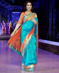 Sonali Bendre walks the ramp for Make in India's Maharashtra Textile Da Sari Blouse Designs, Saree Blouse Patterns, Sari Design, Indian Attire, Indian Outfits, Phulkari Saree, Indische Sarees, Indian Silk Sarees, Stylish Sarees