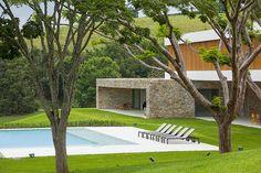 Дом в окружении живописной природы Бразилии