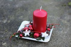 Christmas Decorations For The Home, Pillar Candles, Amelia, Diy, Home Decor, Christmas Decor, Head Bands, Christmas Table Centerpieces, Christmas Tables