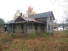 Old Abandoned House Abandoned Churches, Old Abandoned Houses, Abandoned Mansions, Abandoned Places, Church Building, Building A House, Haunted Places, Haunted Houses, Old Farm Houses