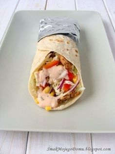 Homemade tortilla with vegetables and chicken gyros Meat Recipes, Lunch Recipes, Appetizer Recipes, Paleo Recipes, Chicken Recipes, Cooking Recipes, Snacks Für Party, Appetisers, Tortellini