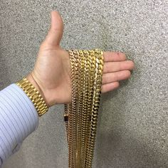 gold, money, and chain image Trap Queen, Gold Everything, Dimonds, Diamond Are A Girls Best Friend, Body Jewelry, Arm Warmers, Cool Kids, Jewelery, Gold Jewellery