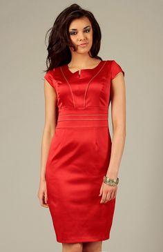 Elegance et style pour cette superbe robe fourreau à la silhouette  parfaite! Robe Fourreau Rouge fdaef18b64dc